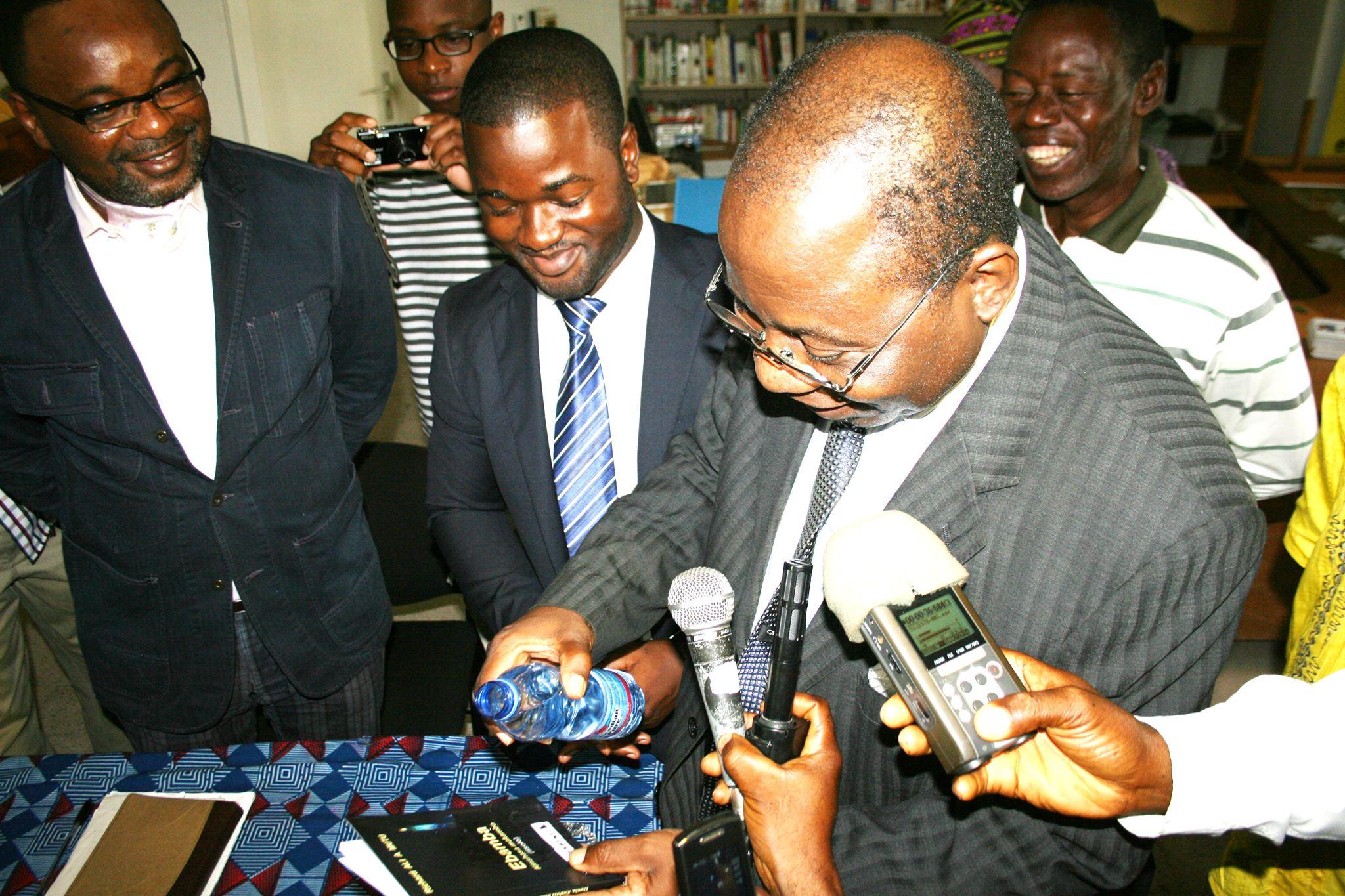 Le Pr Manda Tchewa, Richard et   Didier Mumengi.