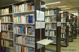 Vue d'une bibliothèque (Google)