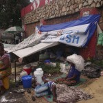 Une famille des refoulés en pleine rue à Kinshasa (Ph. Lokole)