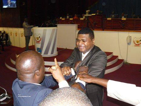 Bagarre entre députés à l'hémicycle